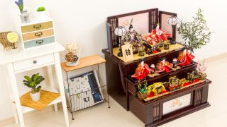 段飾りの雛人形。流行の変化で人気の流れは七段飾りから三段飾りに!