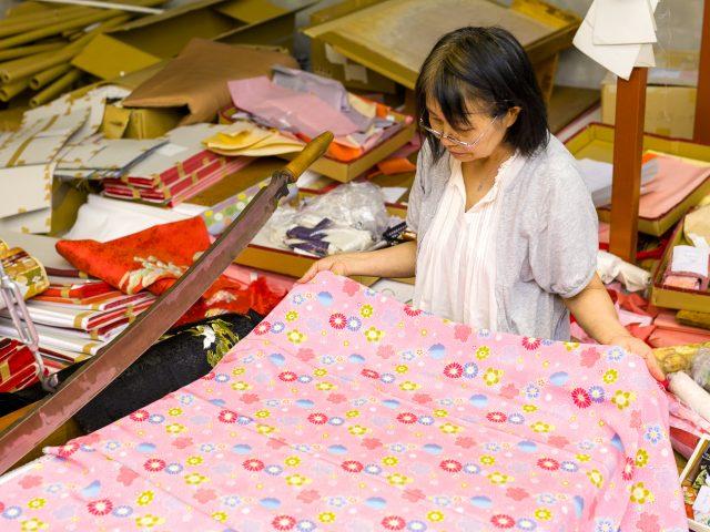 職人によって昔ながらの製法で作られる超コンパクト雛人形ぷりふあ衣